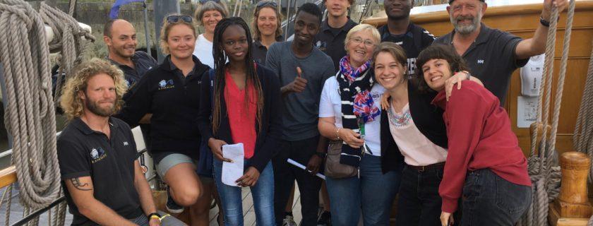 18 juin 2018 : Après l'épreuve écrite du Baccalauréat français, les élèves de Première S montent à bord du Kaskelot pour une visite privilège,toute en anglais,du trois-mâts